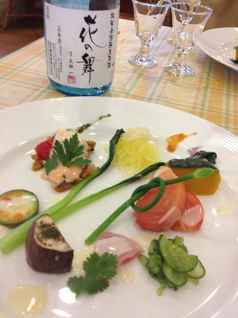 20120707t221936_6 7月の野菜畑 地元で取れた7月の野菜です。新鮮な野菜と 花の